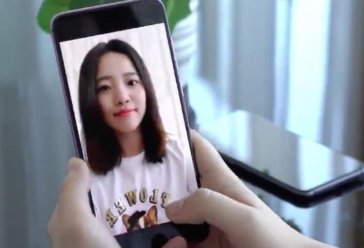 Nieuw: camera in het display van een smartphone